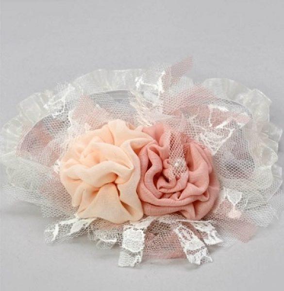 κορδέλα για τα μαλλιά με μικρά λευκά, σομόν και σάπιο μήλο λουλούδια