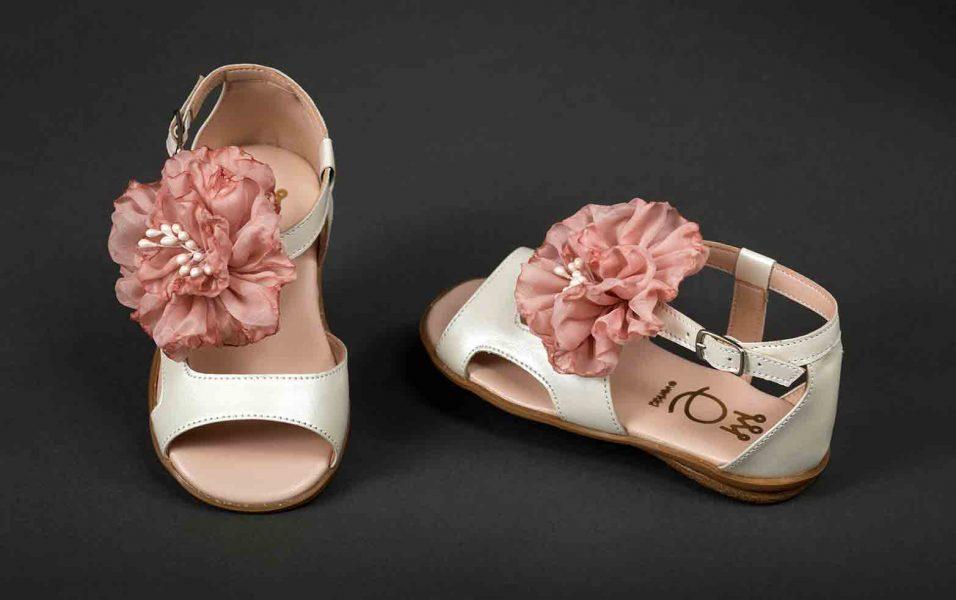 Πέδιλα-Λευκά-με-λουλούδι-ΠΓ-121-1